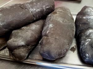 pan con tinta de calamar - restaurantes en Oliva